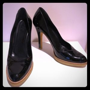Gucci Size 10 Black Patent Leather Pumps